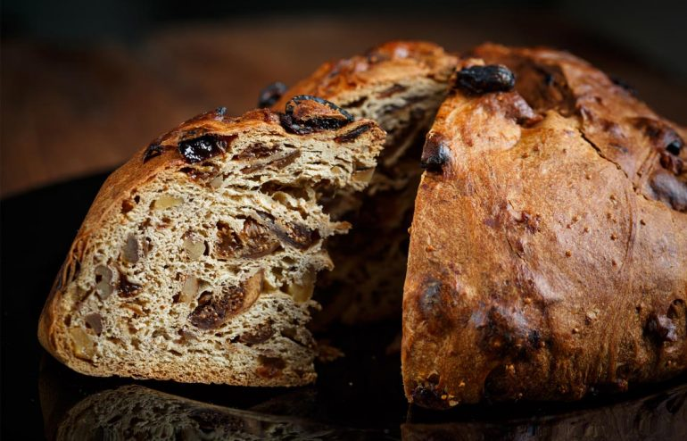 Spelt fruit loaf with self-made baking powder – COSMOVEDA